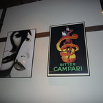 ITALIAN QUATRO - 店内には刺激的なポスターが・・・