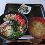 コマ展望台レストラン - つくば鶏親子丼960円
