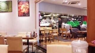 大阪王将 代官山店 - 必然的に来ている客も皆オシャレで、今風