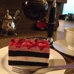 珈琲 文明 - いちごとブルーベリーのケーキと茜すみれ