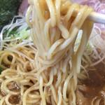 六道 - 豊潤鶏ラーメン→麺に濃厚スープがかなりまとわりついてきますよ。