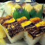 鮨と麺 うまい門 - 穴子の押し寿司とバッテラです