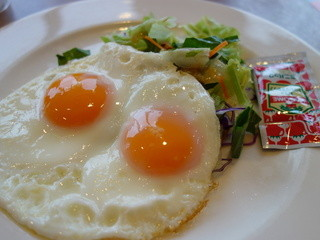 ガスト 会津インター店 - 目玉焼きセット(\399税抜き)ライス付きます(大盛り無料)。ドリンク、スープバー付き(モーニング)