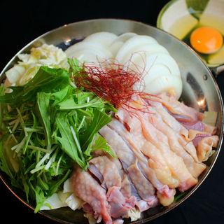 もつ鍋・ひね鶏すき焼きなど鍋料理も自慢◎