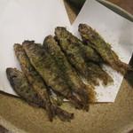 50675556 - ヤマメの唐揚げです。抹茶塩がかかってて美味しかったです
