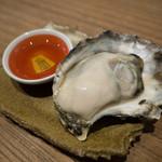 SAKE BAR 百蔵 - 焼き牡蠣+胡麻油
