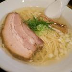 貧瞋癡 - 料理写真:白醤油ラーメン
