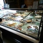 エーデルワイス洋菓子店 - ショーケース