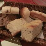 ロビンソン - 4種類のパン