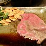シャカ - 牛肉の薄切り。お皿に乗せたところ