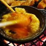 あみ焼元祖しちりん - 溶き卵を入れてオイルと混ぜて・・・