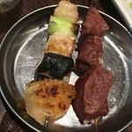 四文屋 ススキノ店 - 手羽串とサガリ串