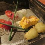 きんぎょ - お通し:トマトの梅酒煮 金魚風、カボチャのキッシュ、蛸のフリット2