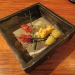 きんぎょ - お通し:トマトの梅酒煮 金魚風、カボチャのキッシュ、蛸のフリット1