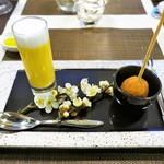 レストラン ピウ - クミン風味のアランチーニ           有機人参のパンナコッタ クルミ風味のエスプーマと
