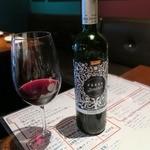 ヒラクヤ オステリア - スペインの赤のボトル4,200円+税