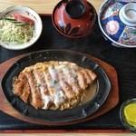 きそば 札幌 小がね - カツ丼、1000円です。