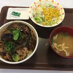 すき家 - 麻婆茄子牛丼 サラダセット