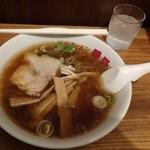 旭川ラーメン番外地 - 素朴な醤油ラーメン。何故かメンマが多い・・