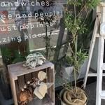 サンドヤ - 雰囲気ある店先