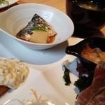 すし・魚処 のへそ - 鯵フライ・鯖の煮付け・ゴマ鯖