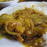 さらじゅ - ごはんにチキンカレーをひくとすーっとスープが沈んでいくさらさらソースが南インド的