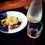 浅田 - 「きのこのおろし和え」¥400(税込)と「女鳥羽の泉(純米吟醸)」¥600(税込)