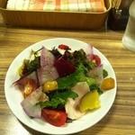 50714468 - 10種類の野菜とゆで鶏の彩りサラダ