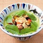 七志 とんこつ編 - 季節限定「とまとんこつ」トマトやナス 伊の食材との絶妙なコラボレーション 850円