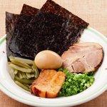 七志 とんこつ編 - 全部乗せは別皿で!味玉も角煮も入って400円
