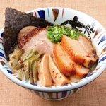 七志 とんこつ編 - がっつり肉!そんな時には迷わず「七志角煮ラーメン」とろっとろですよ! 1000円