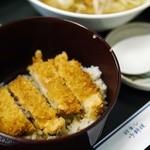 濱田屋 - ハーフカツどん、ご飯は茶碗1膳ぶんぐらいです