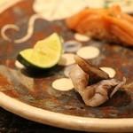 鯛良 -        ■握り:赤貝とトリ貝(山葵、酸橘、昆布醤油添え)