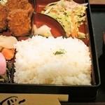 まるいち亭 - まるいち弁当880円(ご飯大盛)