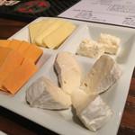 真夜中のバル - チーズ盛合わせ
