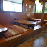 江戸そば 梅の木 - お座敷とテーブル
