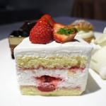 PATISSERIE ASAKO IWAYANAGI - 季節のショートケーキ