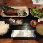 はなたれ - 煮魚定食&お刺身4種 ¥900