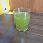山為食堂 - 冷茶は濃い緑茶