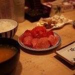 寛太郎商店 - マグロのてんこ盛り定食、1000円