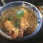 武蔵手打そば - 天ぷら蕎麦の上です 立派なエビ天です