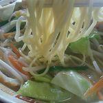 ちゃんぽん長崎屋 - チャンポンの麺。チャンポンにしては細め。