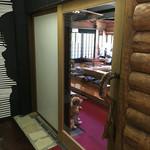 水火風弘 - 客席の入口