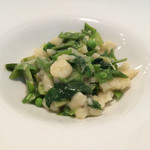 エノタヴォラ ダ ニコ - 緑野菜とアンチョビ風味のスペッツェレ