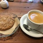 アルベロ カフェ - 大きなチョコチップクッキーとブレンドコーヒーで600円