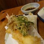 むぎきり - 天ぷら(大海老1本と野菜天)850円