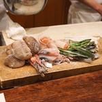 麻布 幸村 - 天ぷら 10種類 このこ、酒粕漬けのさより と 蕨、鰆、アスパラガス、土筆、はじかみ、穴子、行者にんにく、生ハムとチーズ入りお餅、椎茸の肉詰め