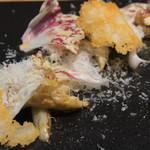 トラットリア フラテッリ ガッルーラ - ホワイトアスパラガスと師崎産「白ミル貝」の温サラダ パルミジャーノレッジャーノで