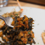 トラットリア フラテッリ ガッルーラ - 「イカ墨を練りこんだシャラテッリ」手長海老と三河産魚介のトマトソースのパスタアップ