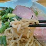 ふく流らーめん 轍 - 麺太い。わしわし食べる感じ。